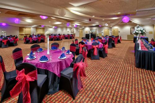 MCM Elegante Hotel and Event Center Photo