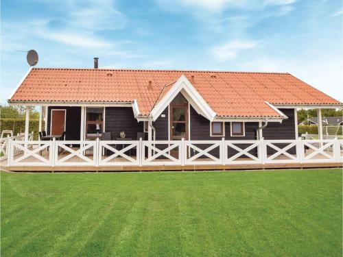 Three-Bedroom Holiday Home in Juelsminde, Sønderby