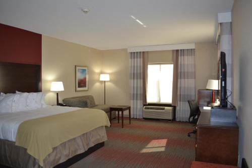 Holiday Inn Express Hotel and Suites Duncan Photo