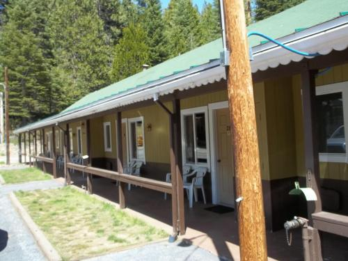 White chief mountain lodge fish camp ca united states for Fish camp ca hotels