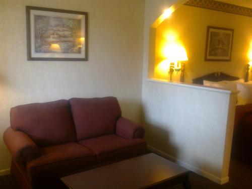 Rodeway Inn and Suites Hwy 290 Photo