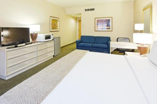 Holiday Inn Express Torreon Photo