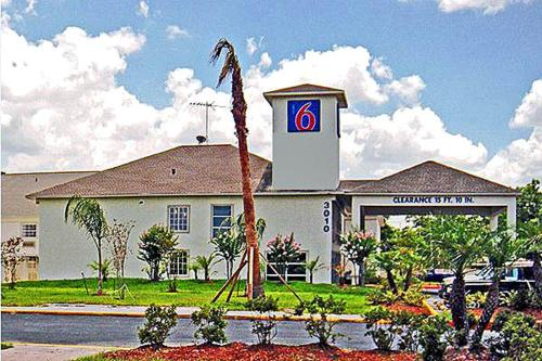 Motel 6 Pasadena Photo