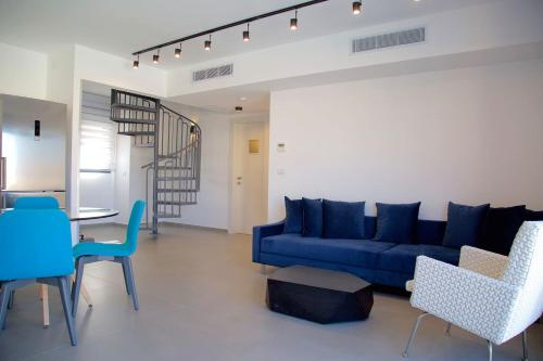Marg7 by HolyGuest - 2 Bed Penthouse with Sea View in Jaffa's market, Tel Aviv