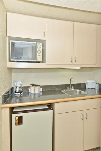 Quality Inn & Suites Tampa - Brandon near Casino Photo