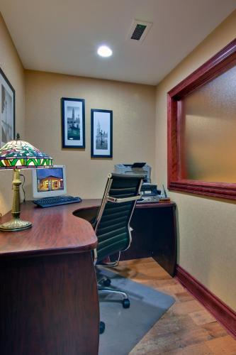 Holiday Inn Express Hotel & Suites Charlottetown Photo