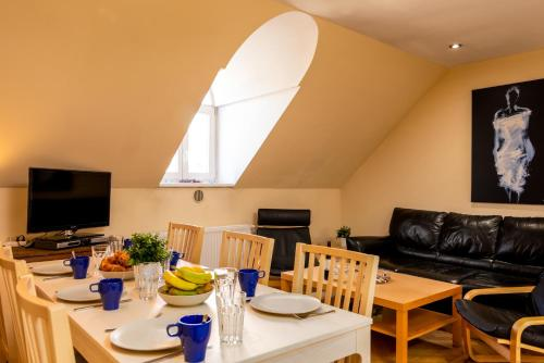 Modern Attic with 2 bathroom Klimentska Apt 108, Praga