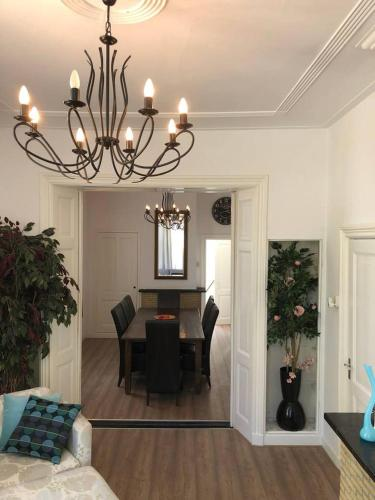LARGE, Historic Home 45 mins from Central Amsterdam, Mijdrecht