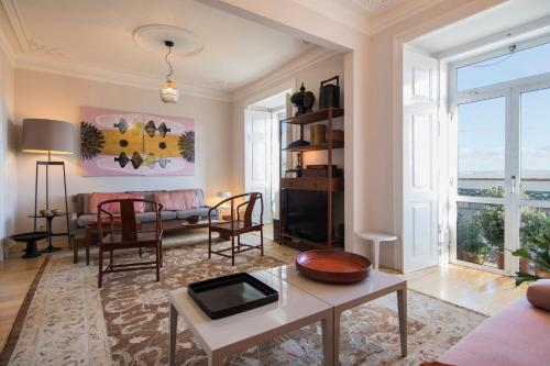 ☆ Sunny Designer Apartment with River Views ☆, Lisbon