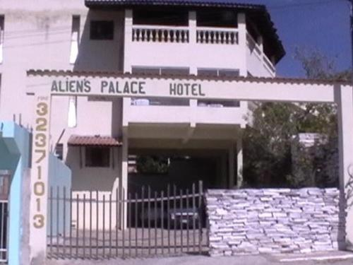 Aliens Palace Hotel Photo
