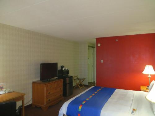 Love Field Hotel & Suites photo 15