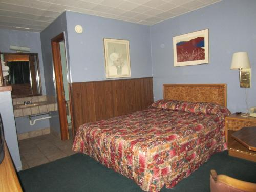 Arkansas City (KS) United States  city images : Town House Motel Arkansas City, Arkansas City, KS, United States ...