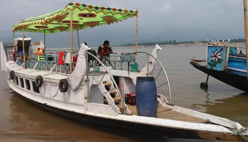 Peacock Houseboat, Sripur