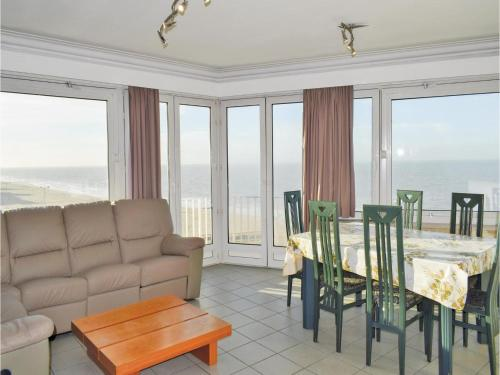 Three-Bedroom Apartment Oostende with Sea View 01, Ostende