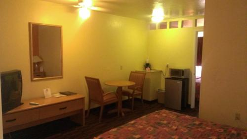 Days Inn & Suites Photo