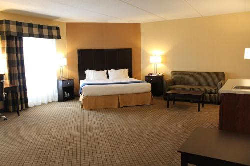 Holiday Inn Express Lewisburg - New Columbia Photo