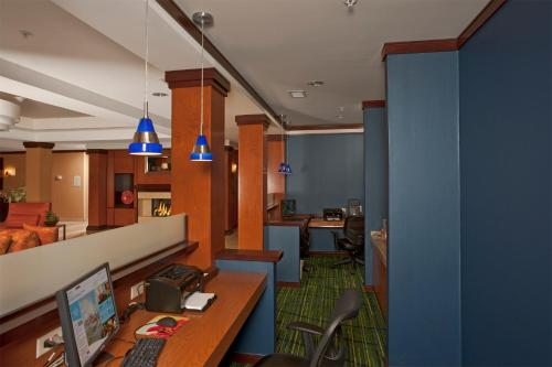 Fairfield Inn & Suites by Marriott Brunswick Freeport Photo