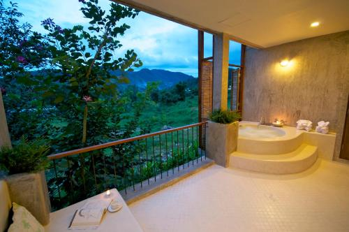 Suite with Mountain View for 3 Persons