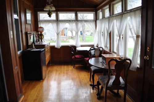 Summerside Inn Bed and Breakfast Photo