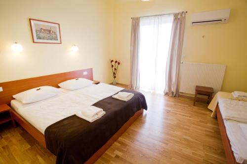 http://www.booking.com/hotel/si/alo-apartments.html?aid=1518628