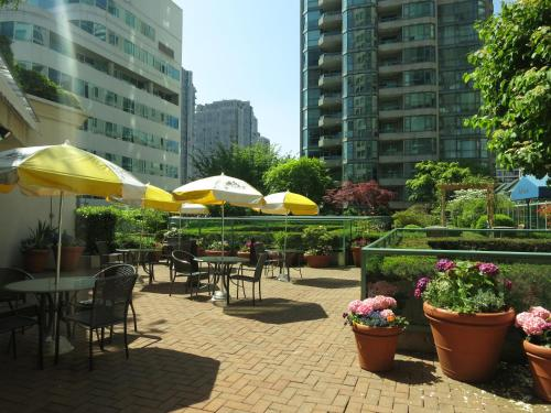 Rosedale on Robson Suite Hotel Photo