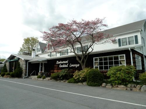 Crescent Lodge & Country Inn Photo