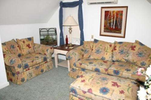 Burley's Executive Garden Suite Photo