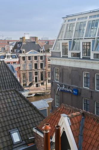 Radisson Blu Hotel Amsterdam In Medieval Centre Red