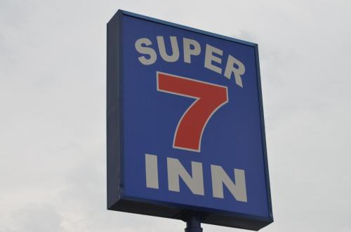 Super 7 Inn Photo
