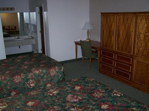 Wayside Motor Inn Photo