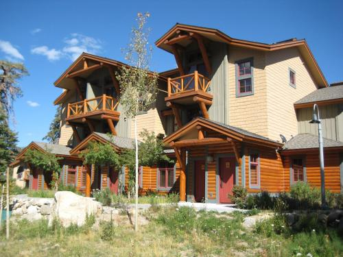 The Cabins By Mammoth Reservation Bureau - Mammoth Lakes, CA 93546