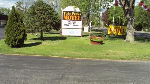 Twin Peaks Motel Photo
