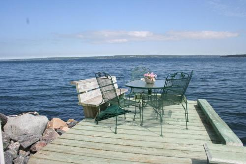 A Boat to Sea Bed & Breakfast Photo