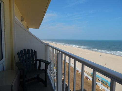 Howard Johnson Plaza Hotel Ocean City Oceanfront Photo