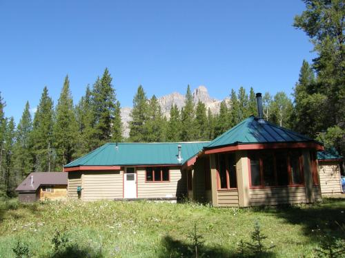 HI-Castle Mountain Hostel Photo