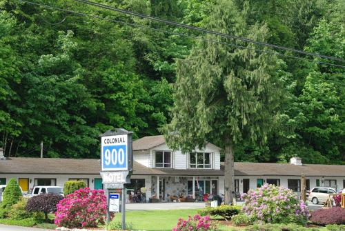 Colonial 900 Motel Photo