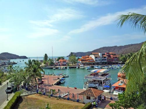 Canadian Resort Huatulco Photo