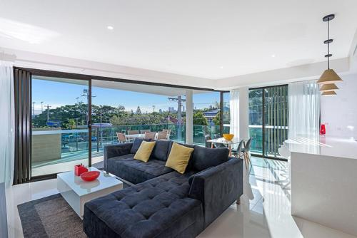 The Princess of Bulimba - Executive 3BR Bulimba Apartment with Large Balcony Next to Oxford St, Brisbane