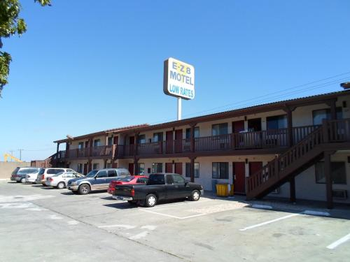 EZ 8 Motel Newark Photo