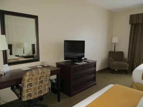 Holiday Inn Express & Suites Whitecourt Photo