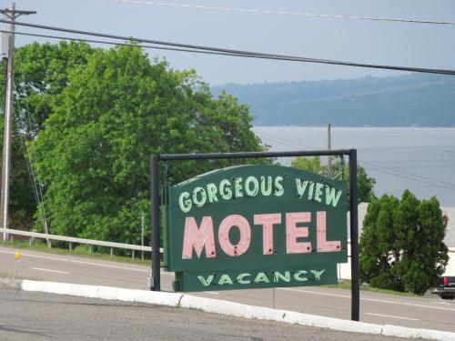 Gorgeous View Motel Photo