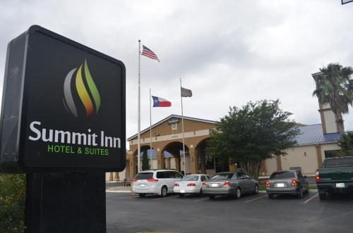 Summit Inn Hotel & Suites Photo