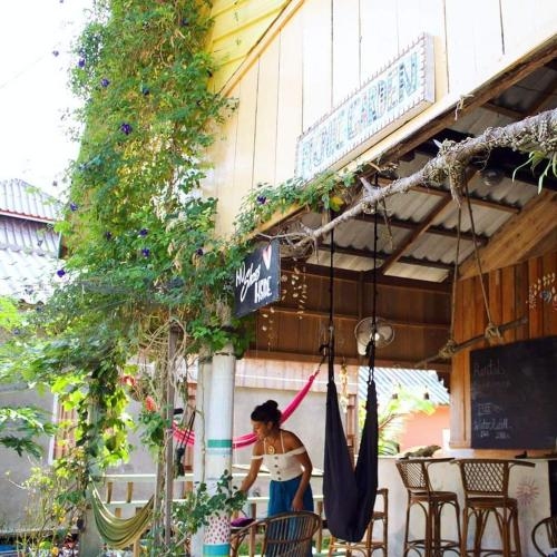 Picnic Garden Guesthouse and Cafe, Koh Rong Sanloem