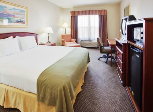 Holiday Inn Express- West Sacramento Photo