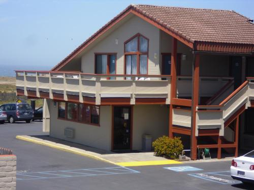 Super 8 Fort Bragg Photo