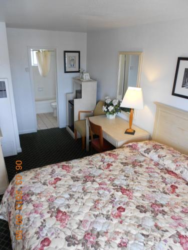 Fireside Inn By The Beach Boardwalk & Bowling - Santa Cruz, CA 95060