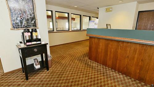 Americas Best Value Inn Hayward Lakes Photo