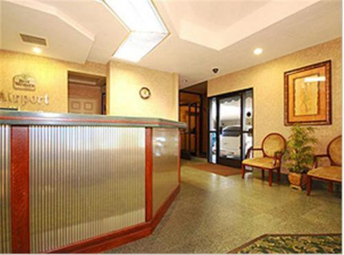 Best Western Airport Plaza Inn Photo