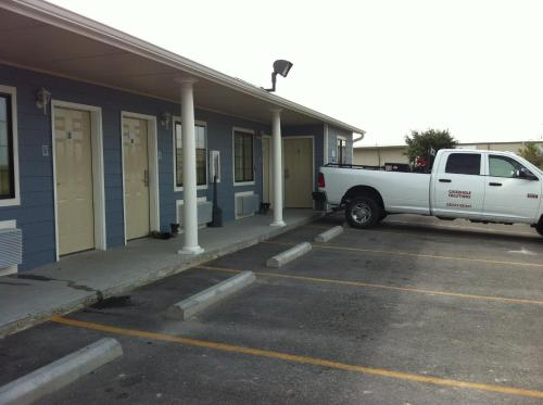 Southern Inn and Suites Kenedy Photo