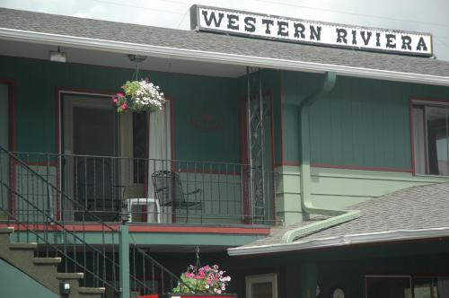 Western Riviera Lakeside Lodging Photo